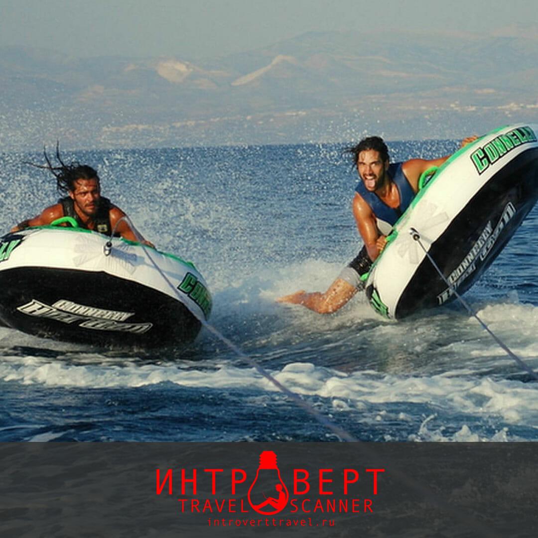 занятие водным спортом на острове Парос, Греция